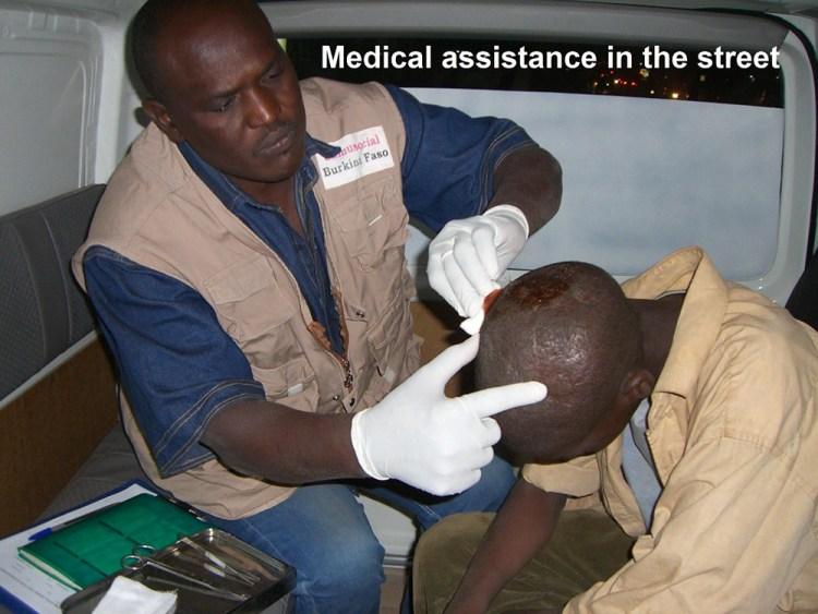 Assistance médicale dans la rue