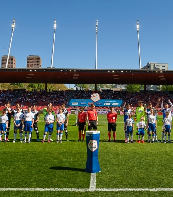 <b>Des jeunes de PluSport</b> ont escorté les joueurs lors d'une rencontre de Super League.