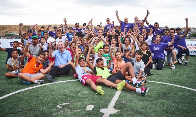 La Fondation UEFA pour l'enfance et FedEx retournent à Cañada Real