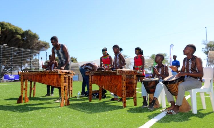 «Field in a Box» offre de nouvelles possibilités aux jeunes de Philippi, au Cap