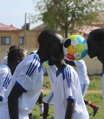Écoles de fun football (« Open Fun Football Schools », OFFS) : jouer pour la paix