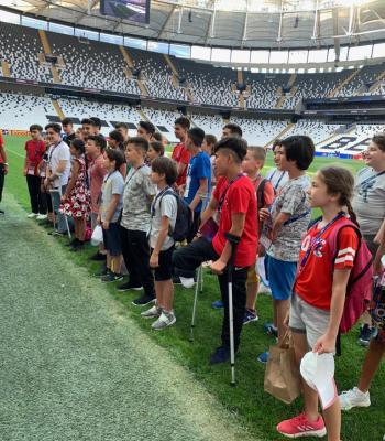 Des enfants amputés s'engagent pour l'égalité lors de la Super Coupe de l'UEFA