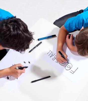 Deux garçons de Vilnius contribuent au design du ballon du match de la Super Coupe de l'UEFA 2020