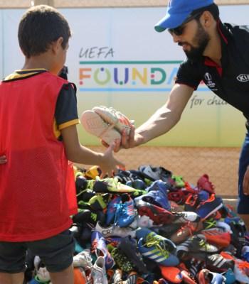 La Tournée 2020 du trophée de l'UEFA Europa League, présentée par Kia, vient en aide au camp de réfugiés de Za'atari
