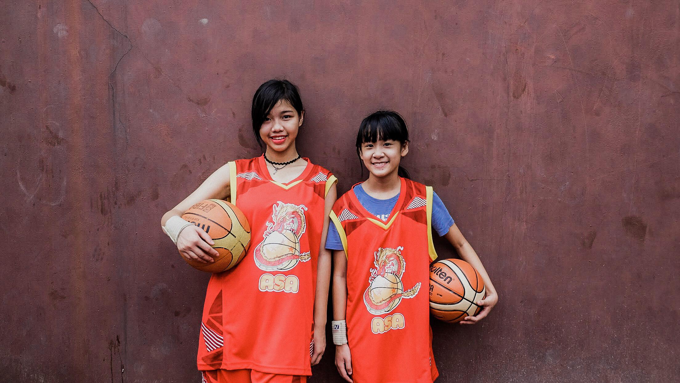 lue Dragon-Children playing basketball (2)