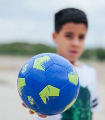 La Fondation UEFA pour l'enfance propose des activités sportives et pédagogiques à des jeunes au Mexique