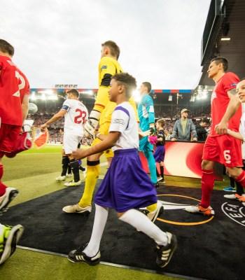 FedEx Express et la Fondation UEFA pour l'enfance soutiennent les jeunes footballeurs en Pologne