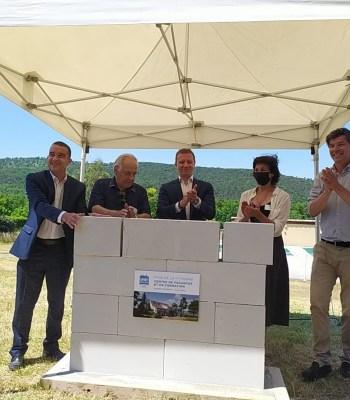 Sport dans la Ville a posé la première pierre de son centre de vacances et de formation au Poët-Laval (26)